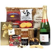 International England - Bountiful Treats Gift Basket